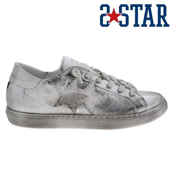 2 STAR low crushed look sneaker