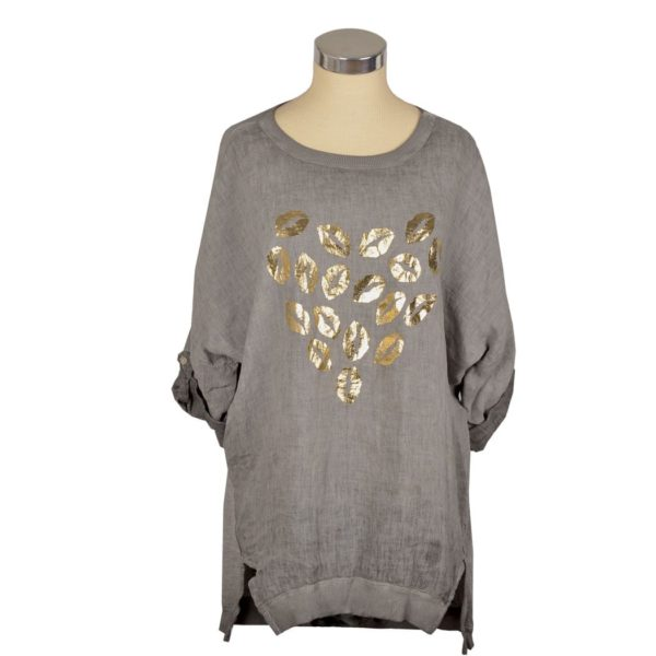 2-Textured gold lips over-sized tunic